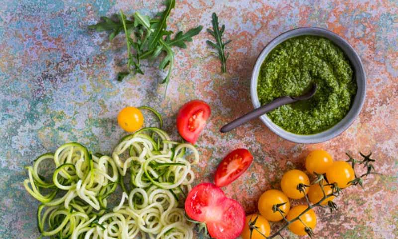 Espaguetis de calabacín con pesto