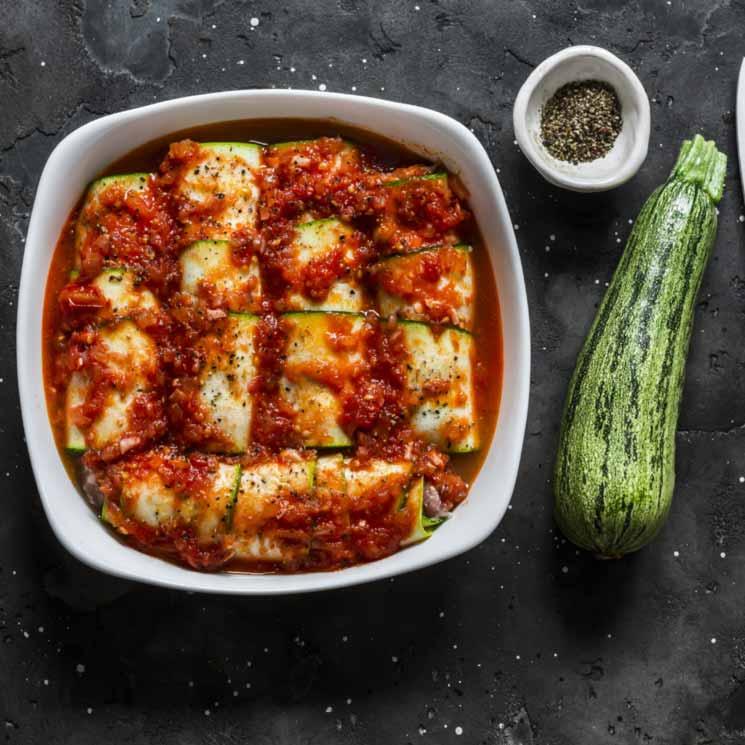 Canelones de calabacín con salsa de tomate