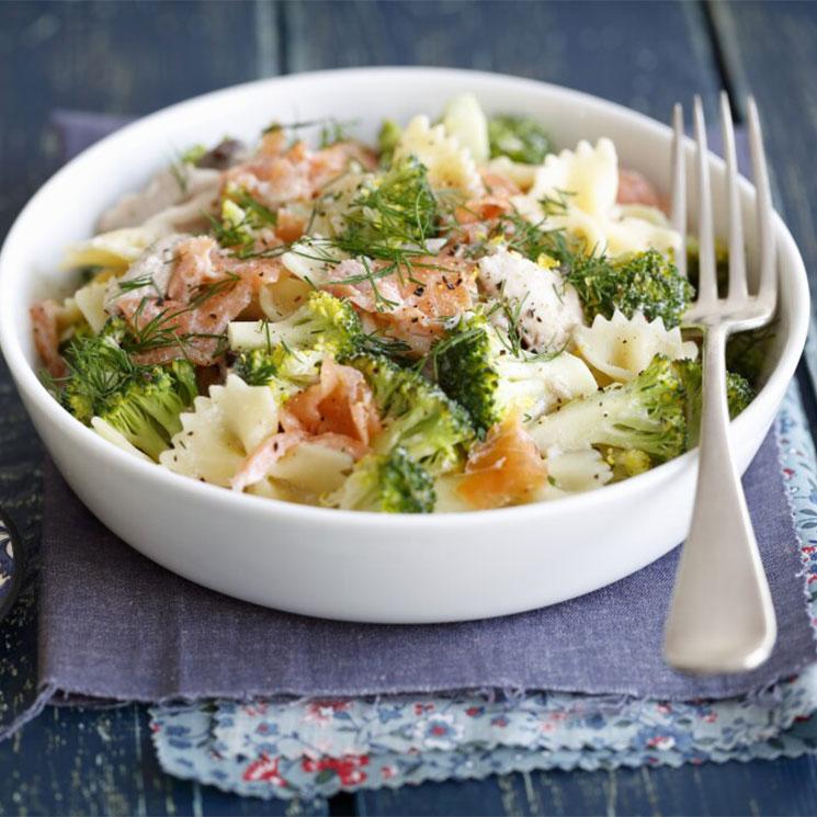 Ensalada de pasta con brócoli y ahumados