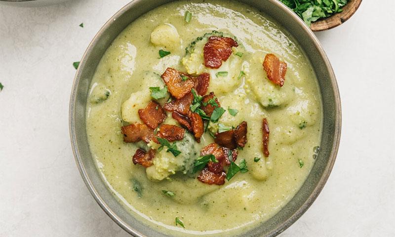 Crema de brócoli y patata con beicon