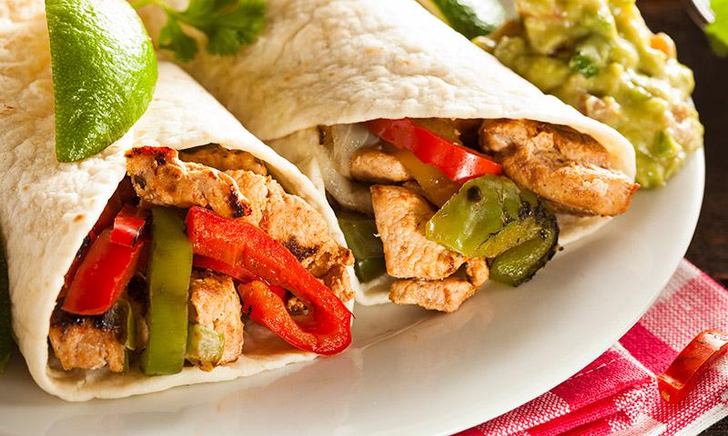 Fajitas de pollo y verduras salteadas (Chicken fajitas)