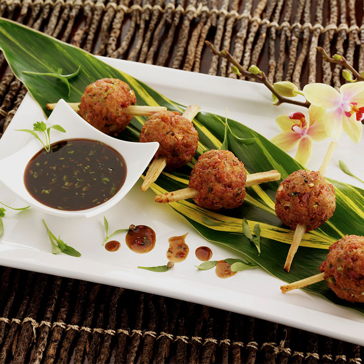 Buñuelos de bacalao con salsa de tamarindo