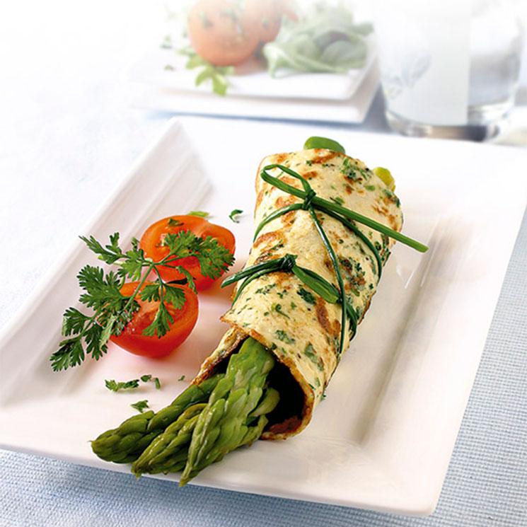 Tortilla de espárragos trigueros y hierbas aromáticas