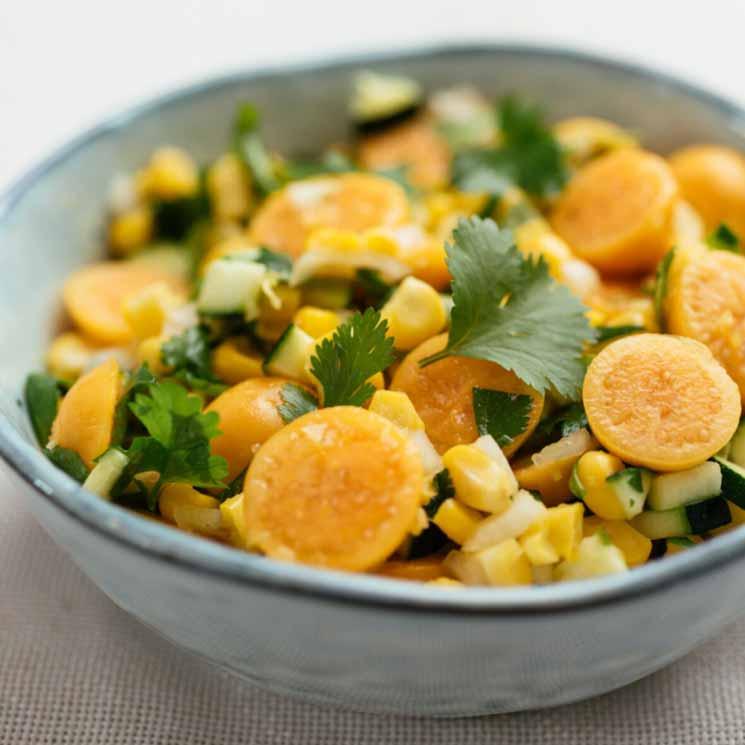 Ensalada de physalis con pepino y maíz