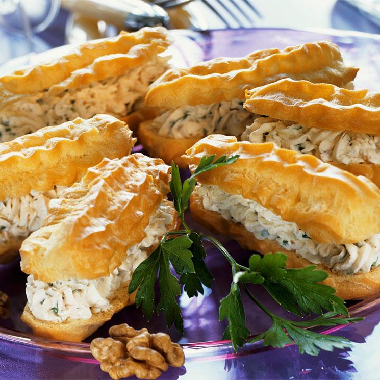 'Éclairs' con crema de queso y nueces