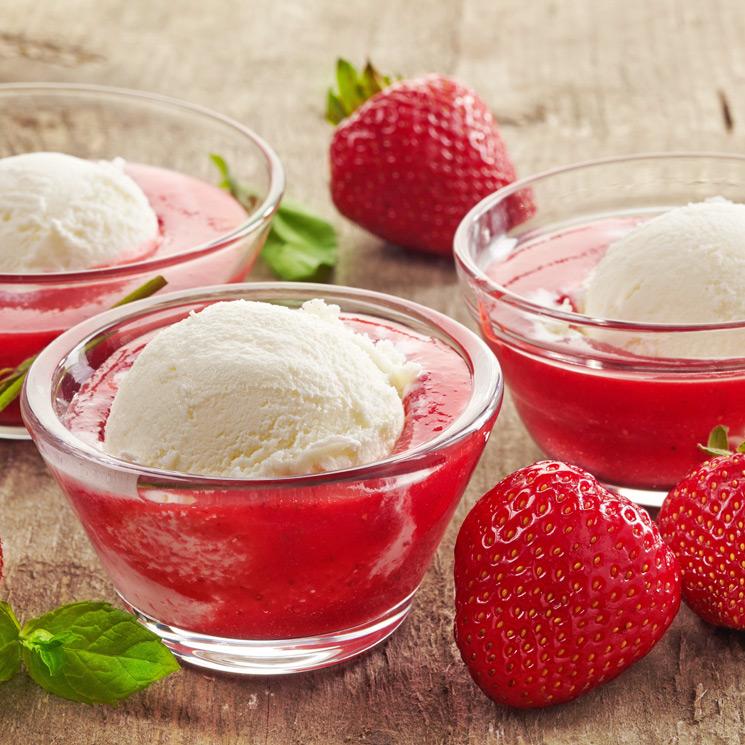 Sopa de fresas con helado de nata