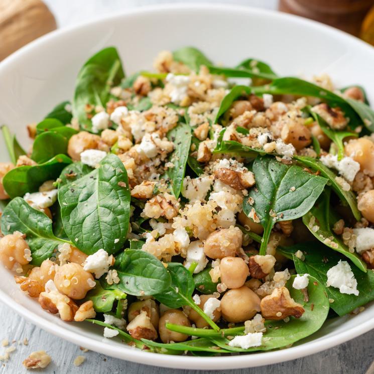 Ensalada de garbanzos, espinacas y quinoa