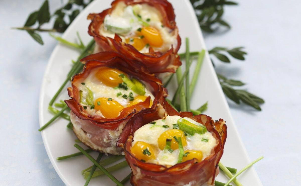 Cestitas de jamón con puré de patata y huevos de codorniz