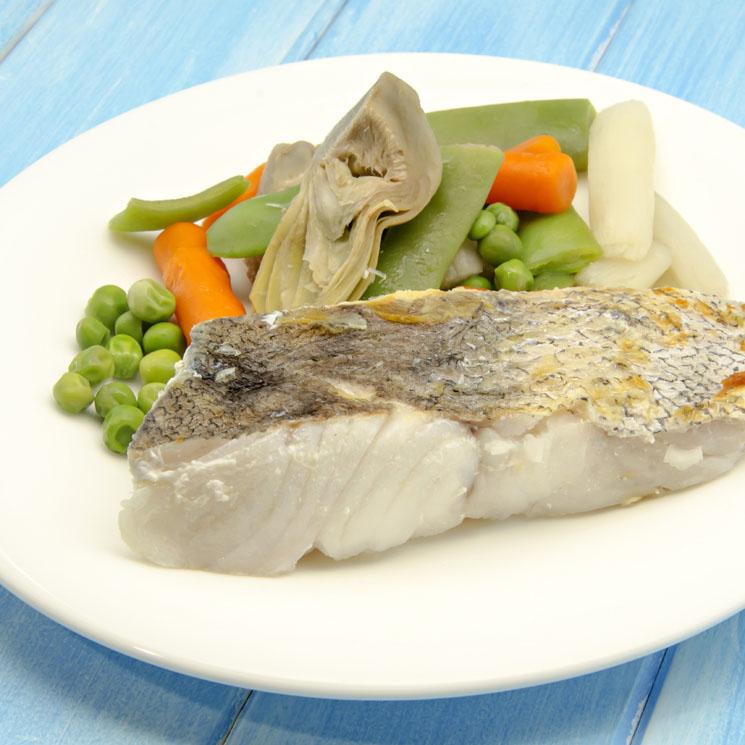Lomo de merluza con verduras hervidas