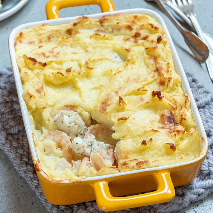 Pastel de patata con gambas y merluza