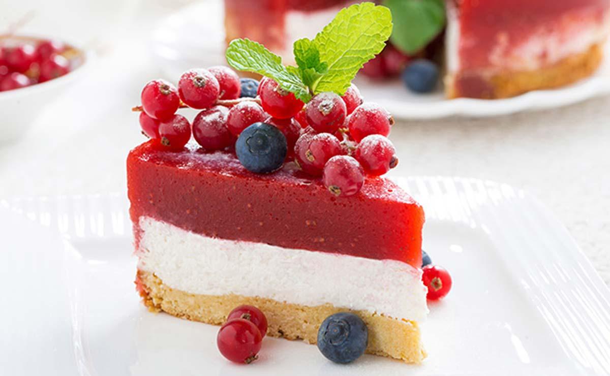 Tarta de queso con gelatina de fresa
