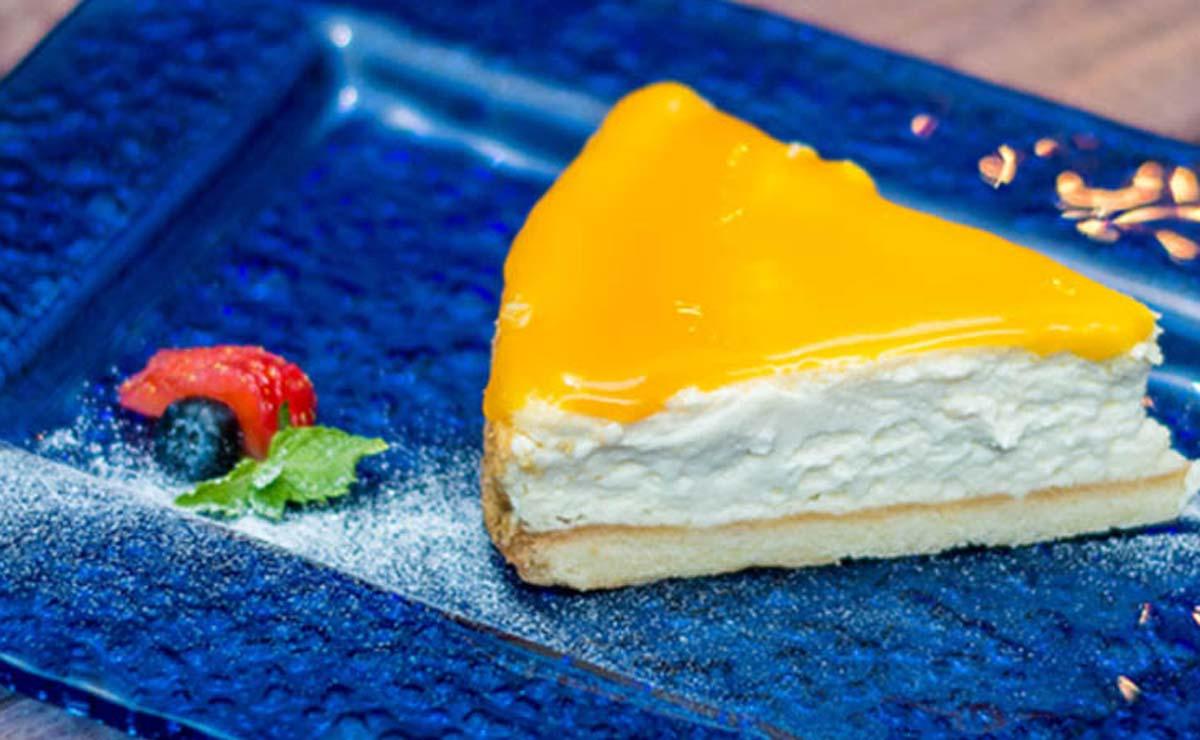 Tarta de queso fría con gelatina de mango