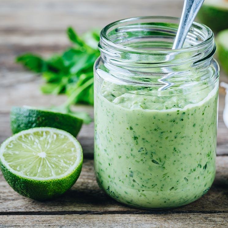 Salsa de aguacate, cilantro, lima y yogur