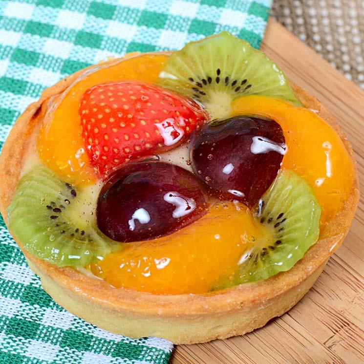 Mini tarta de hojaldre con frutas y crema a la almendra