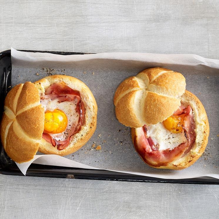 Bollitos de pan con huevo y jamón cocido