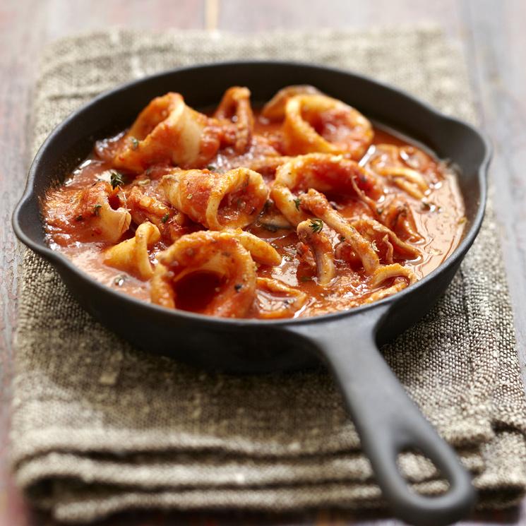 Calamares con tomate al vino blanco