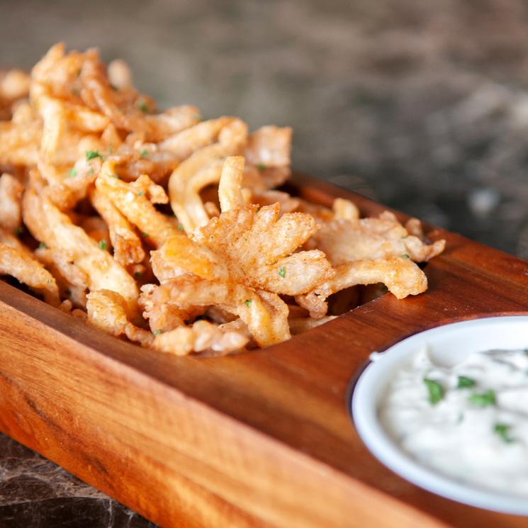 'Dips' de calamar en tempura con salsa tártara
