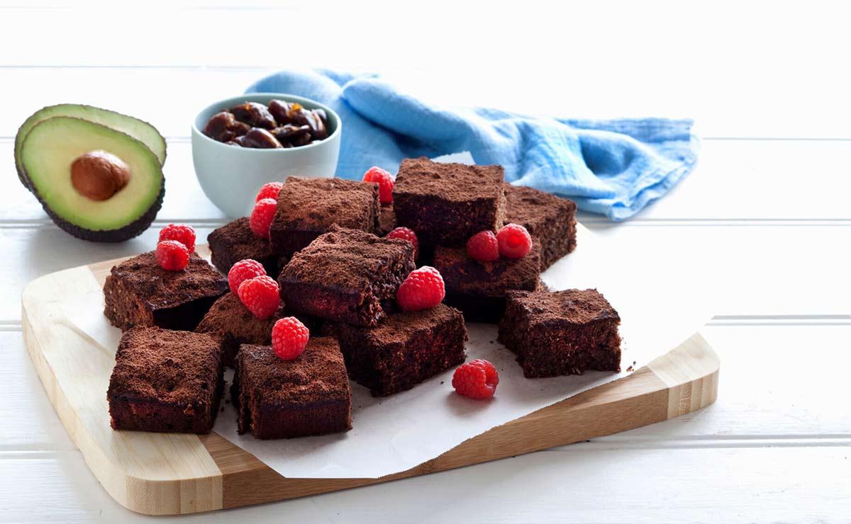 'Brownie' de aguacate y frambuesas