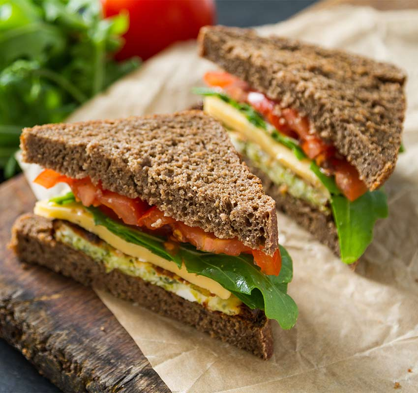 Sándwich integral vegetal con queso