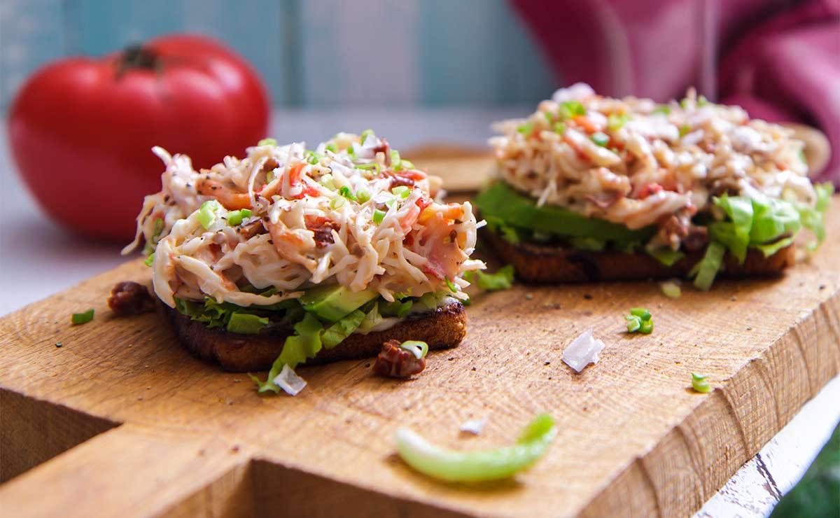Pincho de ensalada de cangrejo con nueces