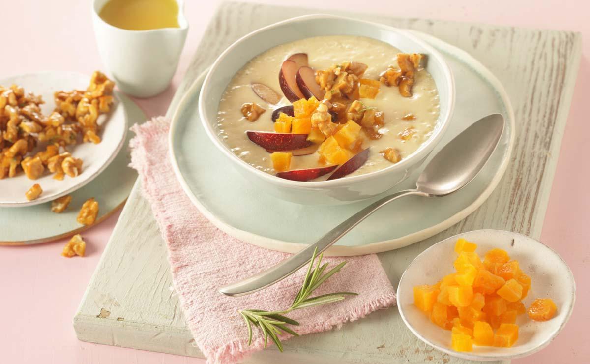 Yogur con naranja, nueces y nectarina