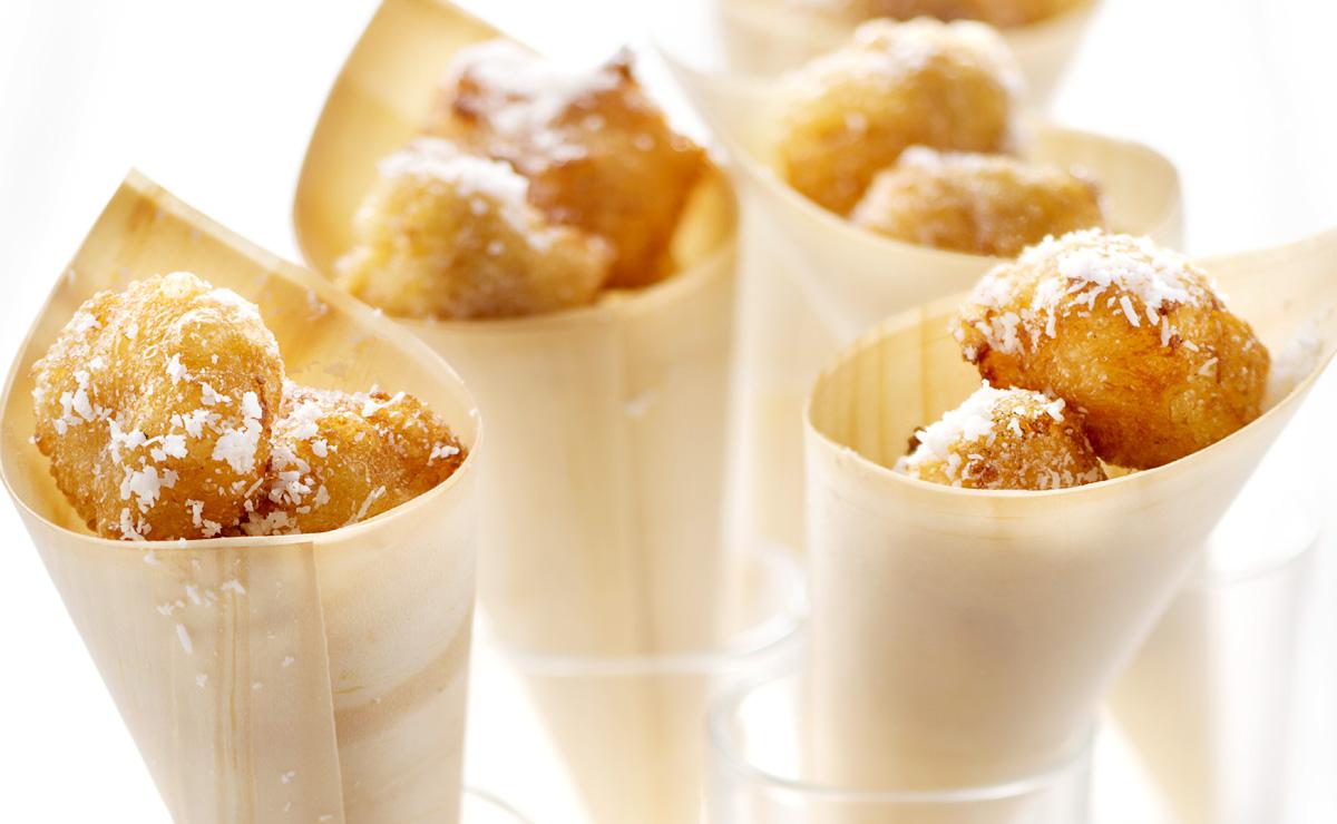 Buñuelos con crema de coco