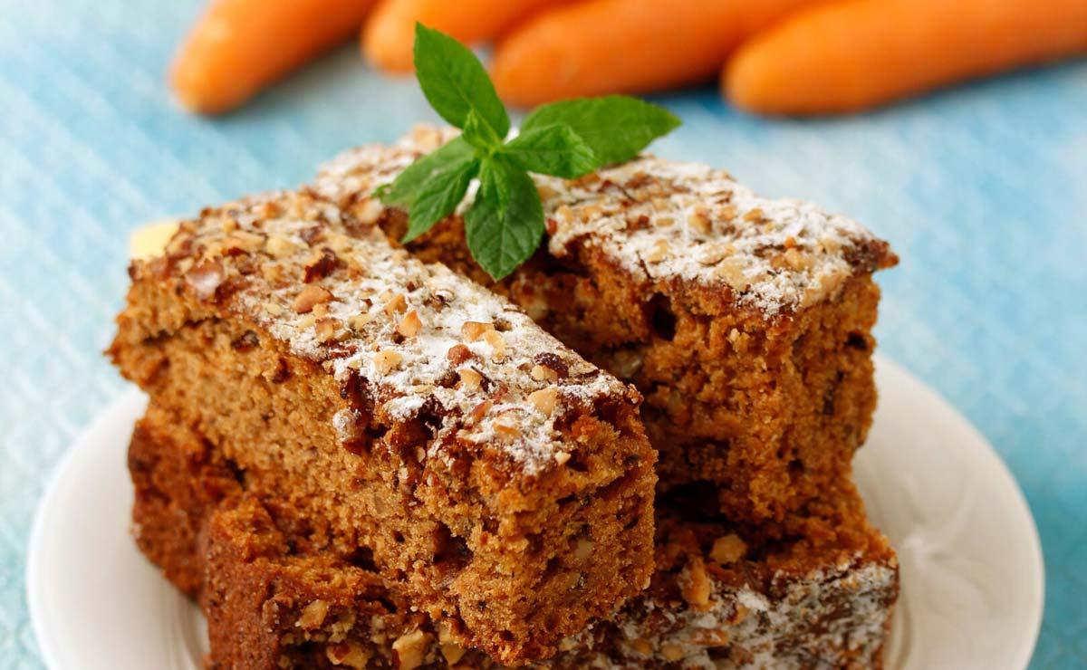 Bizcocho fácil de zanahoria y almendras con harina integral