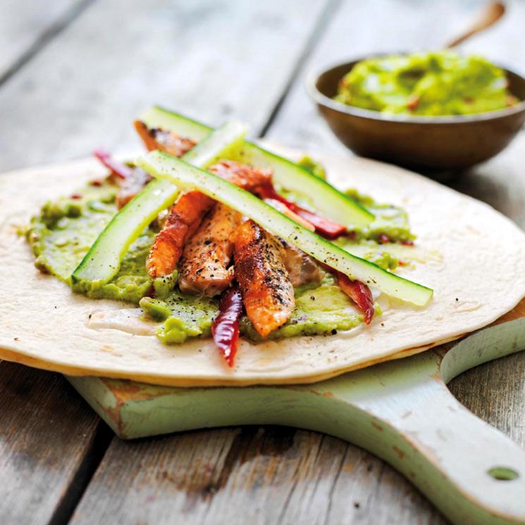 Tacos de salmón con guacamole