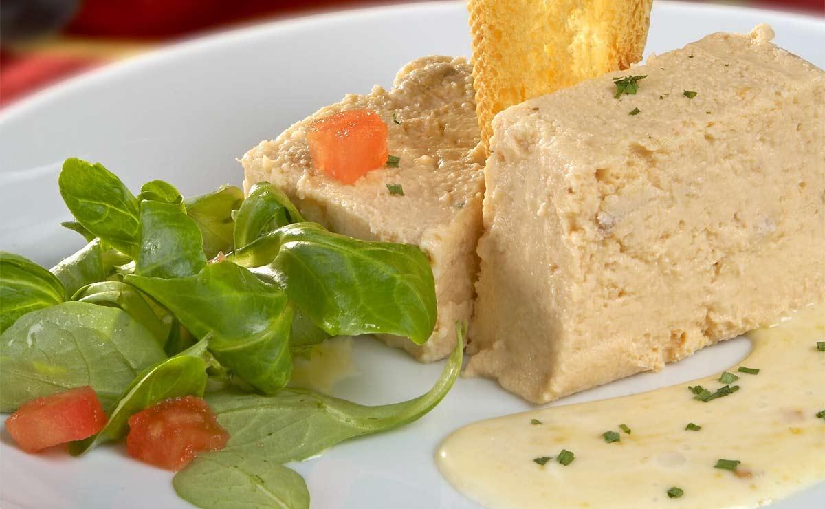 Pastel de pescado con mayonesa