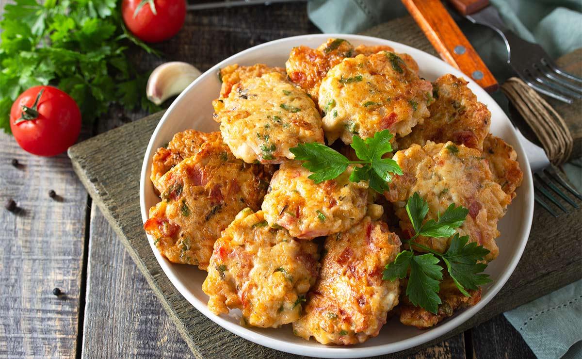 Filetes rusos de pollo, pimiento rojo y puerro