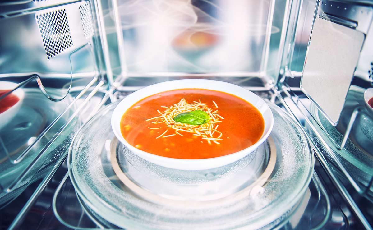 Sopa de tomate en el microondas