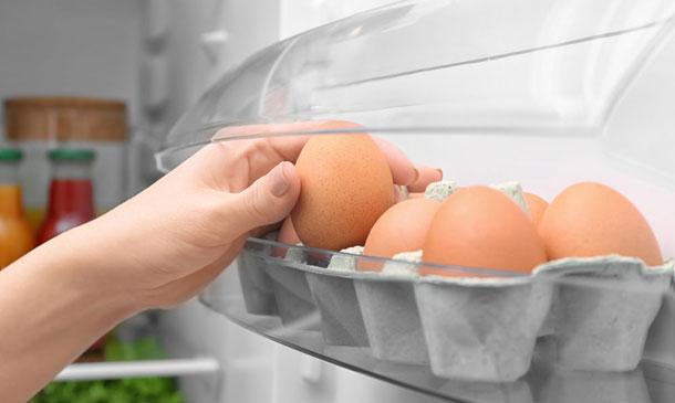Por qué no deberías cocer los huevos sacados directamente de la nevera
