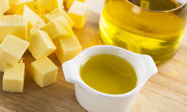 Por qué (a veces) preferimos usar aceite en lugar de mantequilla para hornear