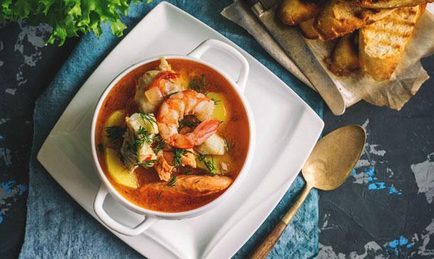 Cómo hacer la mejor sopa de pescado y marisco para estas Navidades