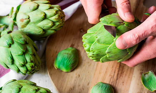 Cómo limpiar y pelar alcachofas