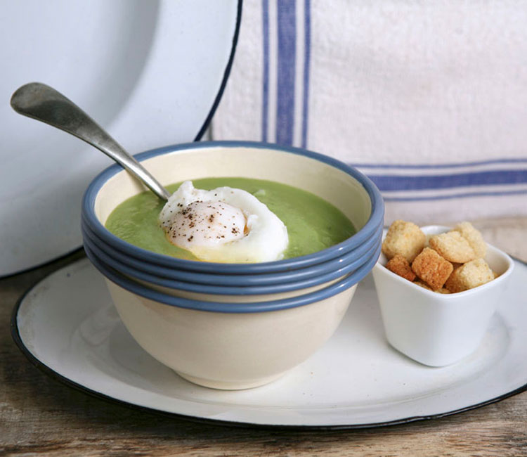sopa-de-guisantes-con-huevo-escalfado
