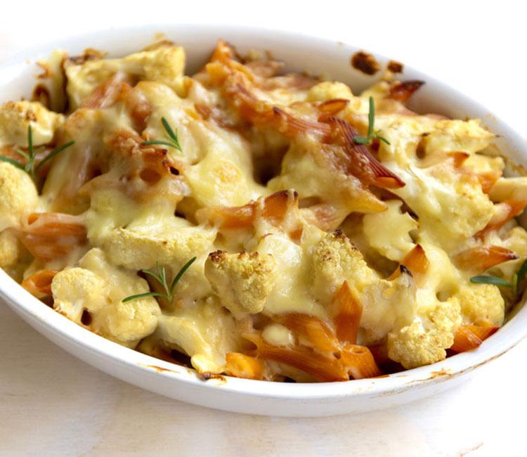 Pasta de lentejas rojas y coliflor gratinadas al horno con queso