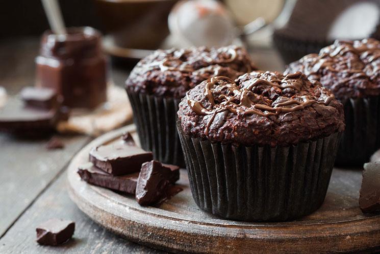 Magdalenas de chocolate, café y remolacha
