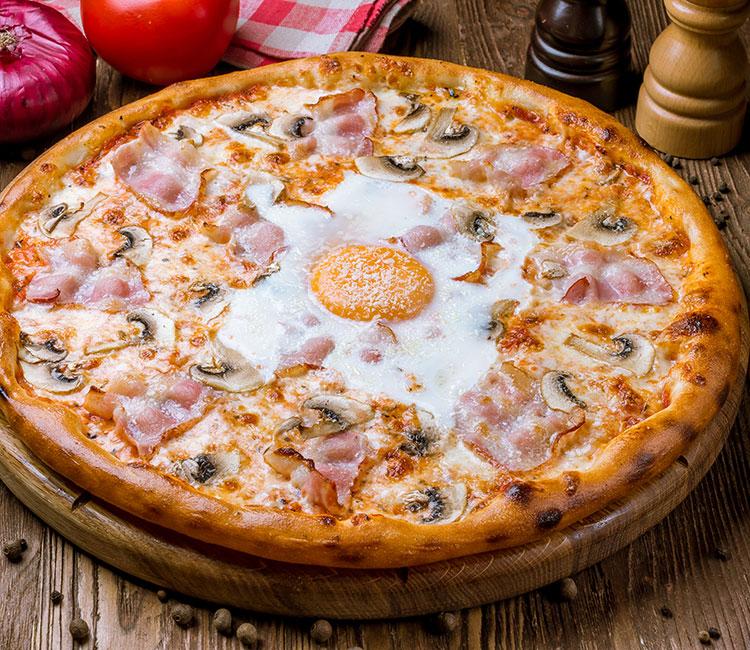 pizza-carbonara-con-huevo