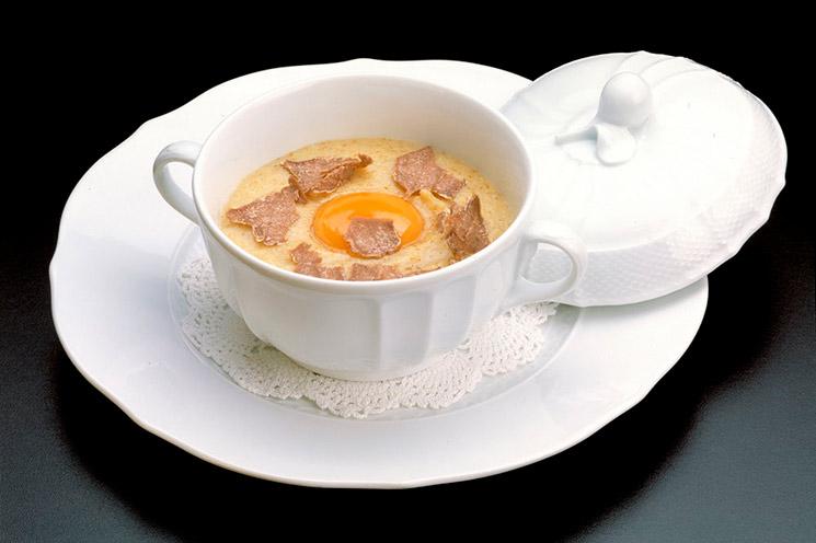 Polenta con trufa y yema de huevo