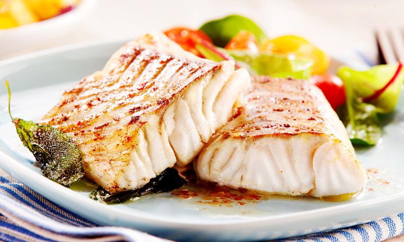 Pescado a la plancha perfecto: 'tips' para que quede jugoso y no se pegue a  la