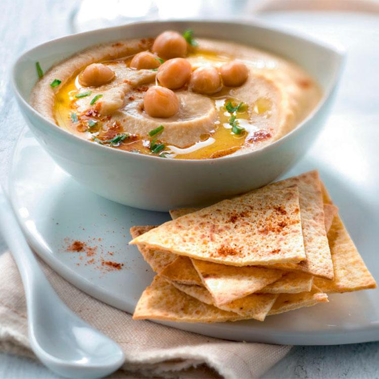 Hummus casero con pan de pita