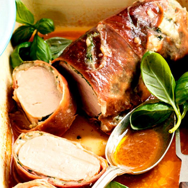 Solomillo de cerdo asado con jamón serrano