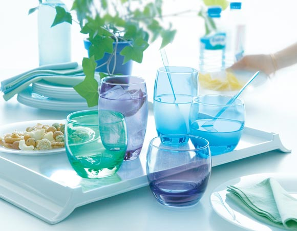 Detalles de color sobre tu mesa: cristalerías