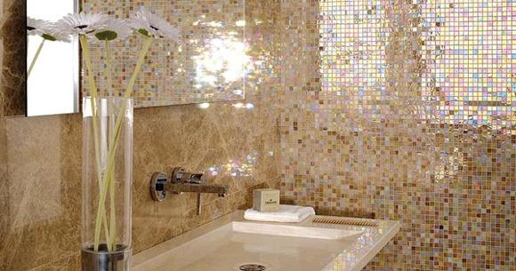 Decoracion Baño Gresite:Combina el 'gresite' con azulejos lisos Foto: Porcelanosa