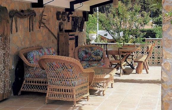 No dejes al azar la decoraci n floral de balcones patios for Patios y terrazas