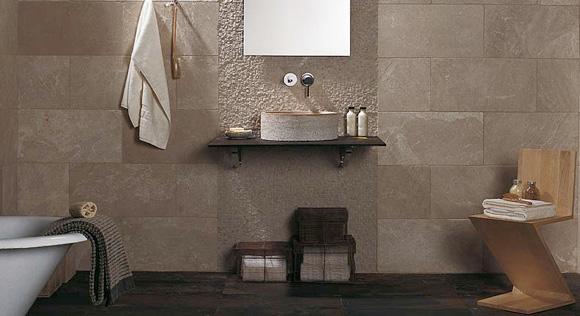 En el ba o azulejos o piedra foto for Decoracion con piedras en interiores
