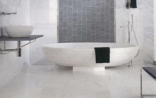En el baño: ¿azulejos o piedra?
