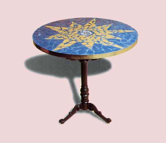Decora tu vieja mesa con un espectacular mosaico - Mesas con azulejos ...
