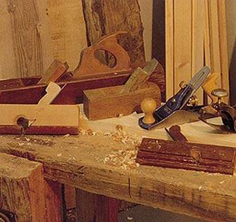 Pulverizado y cepillado: prepara la madera antes de pintarla